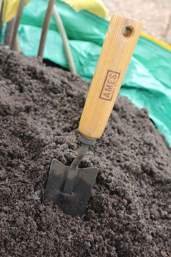 trowel in Soil3