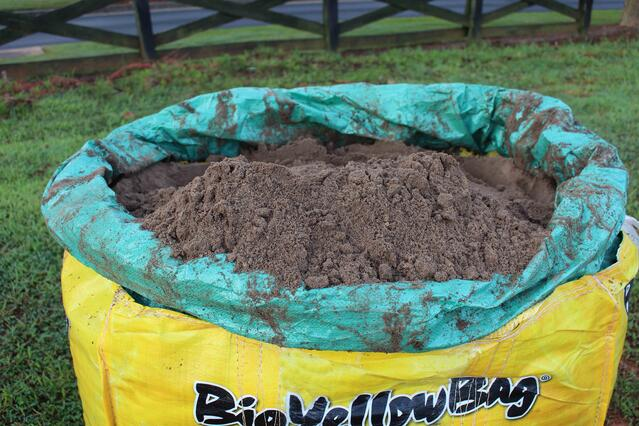 How to Level Your Yard With Soil3's Level Mix [video] - featured image